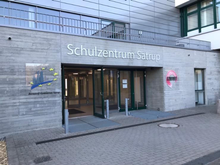 Eingang Schulzentrum